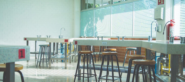 laboratorio del colegio simon bolivar